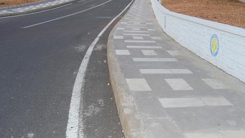 http://www.yahlizade.com.tr/Harran Üniversitesi Osmanbey Kampüsü Yollarının Asfaltlanması İşi Tamamlandı
